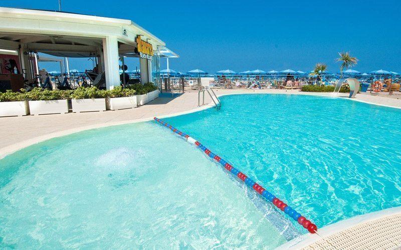 Cattolica spiaggia con piscina altamarea beach village - Cattolica hotel con piscina coperta ...